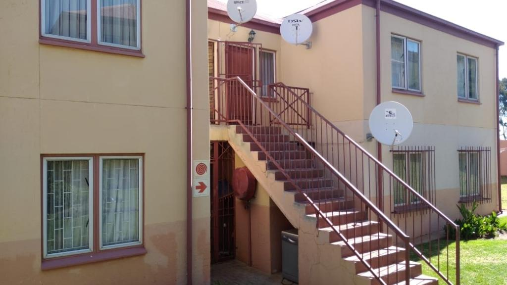 Property and Houses for sale in Suiderberg, Apartment, 2 Bedrooms - ZAR 600,000