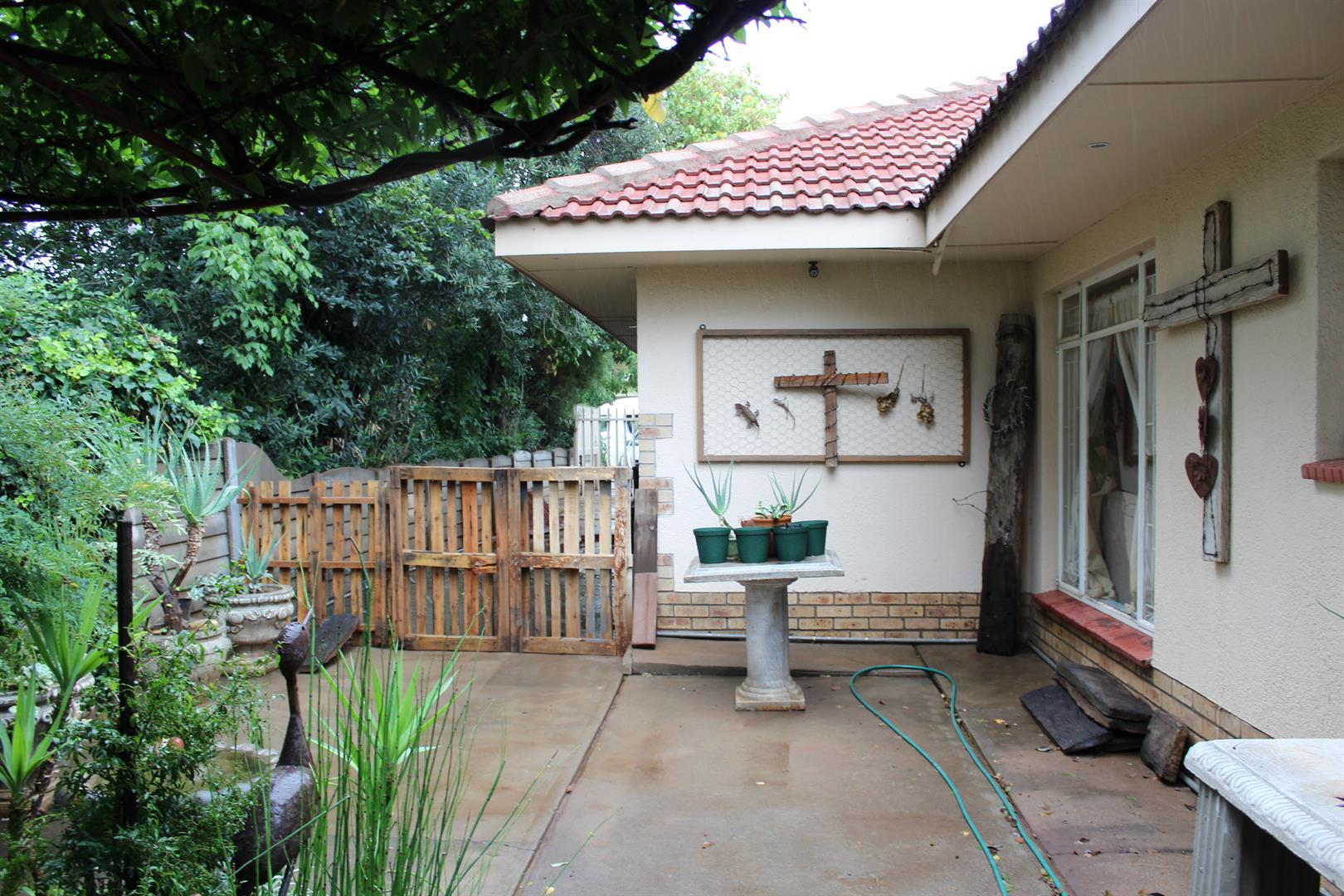 Potchefstroom Central property for sale. Ref No: 13453532. Picture no 9
