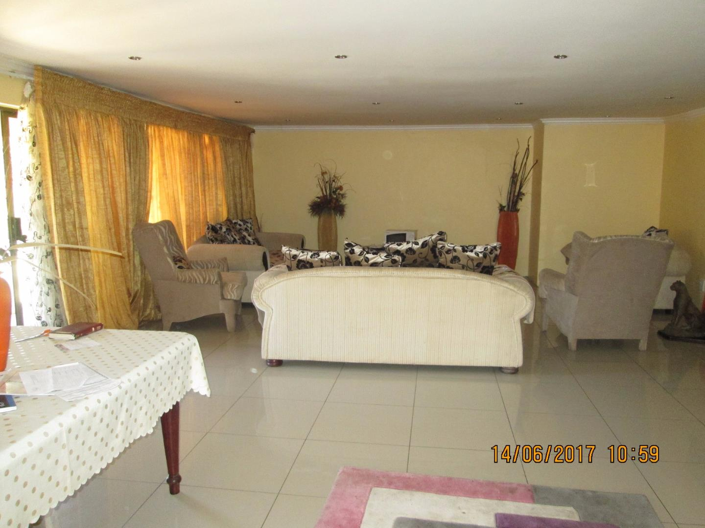Mondeor property for sale. Ref No: 13526240. Picture no 15