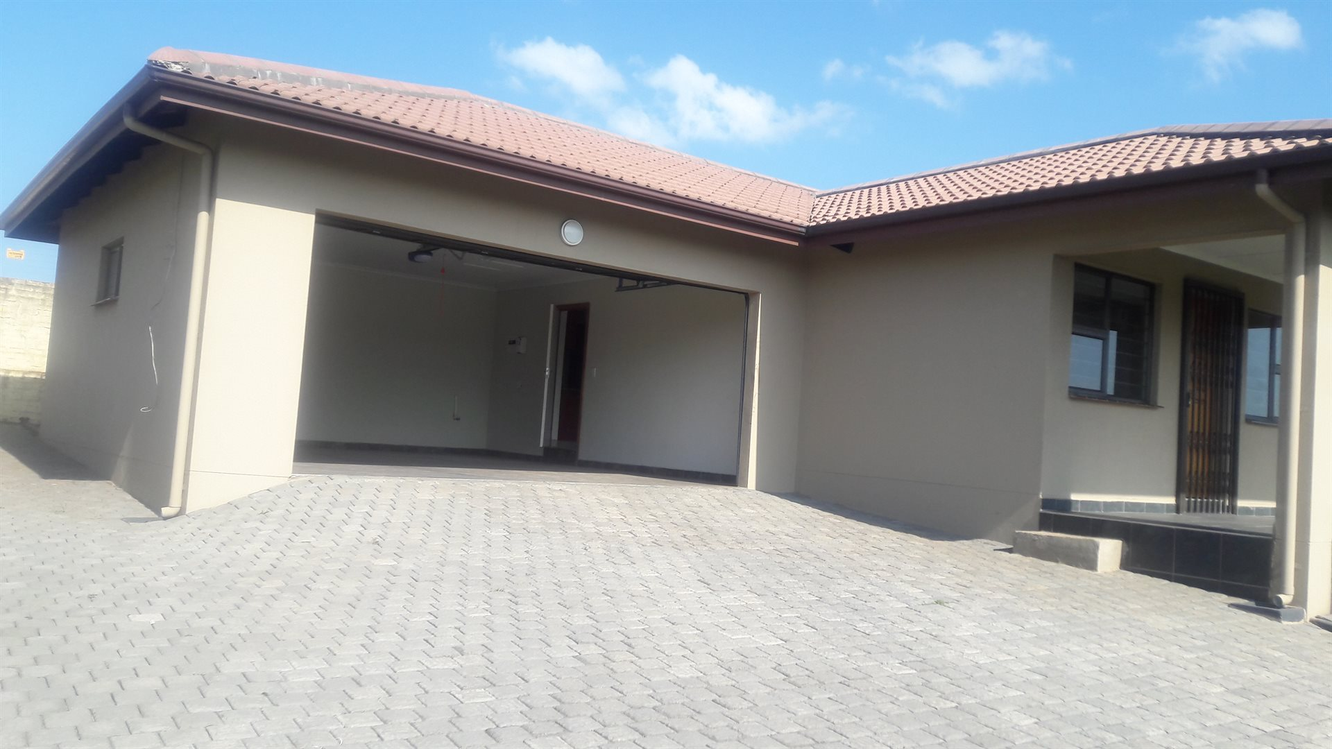 Inyala Park property for sale. Ref No: 13538726. Picture no 17