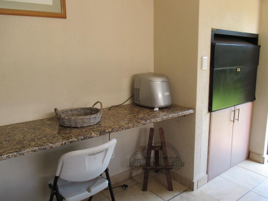 Midfield Estate property for sale. Ref No: 13537815. Picture no 4