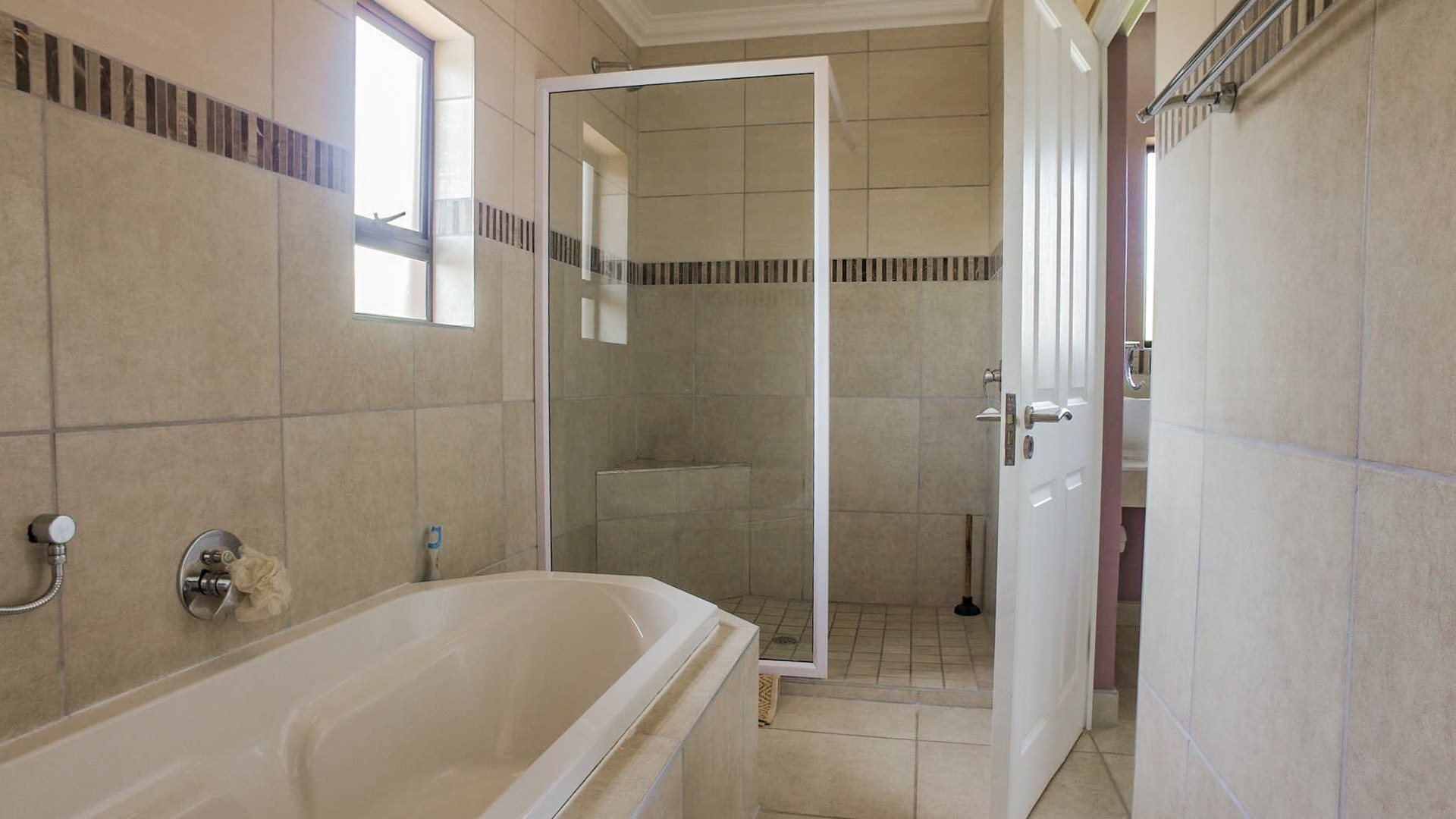 Pennington property for sale. Ref No: 13584849. Picture no 13