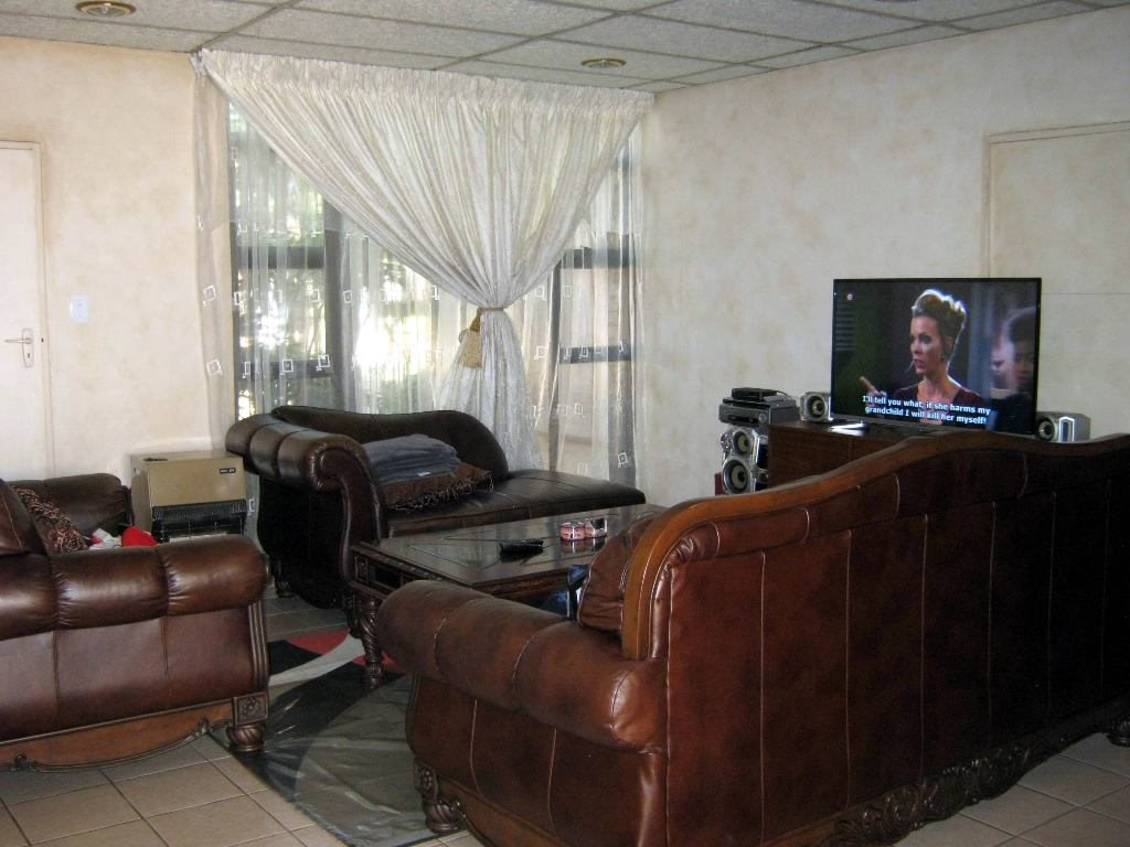 Waterkloof Glen property for sale. Ref No: 13505274. Picture no 8