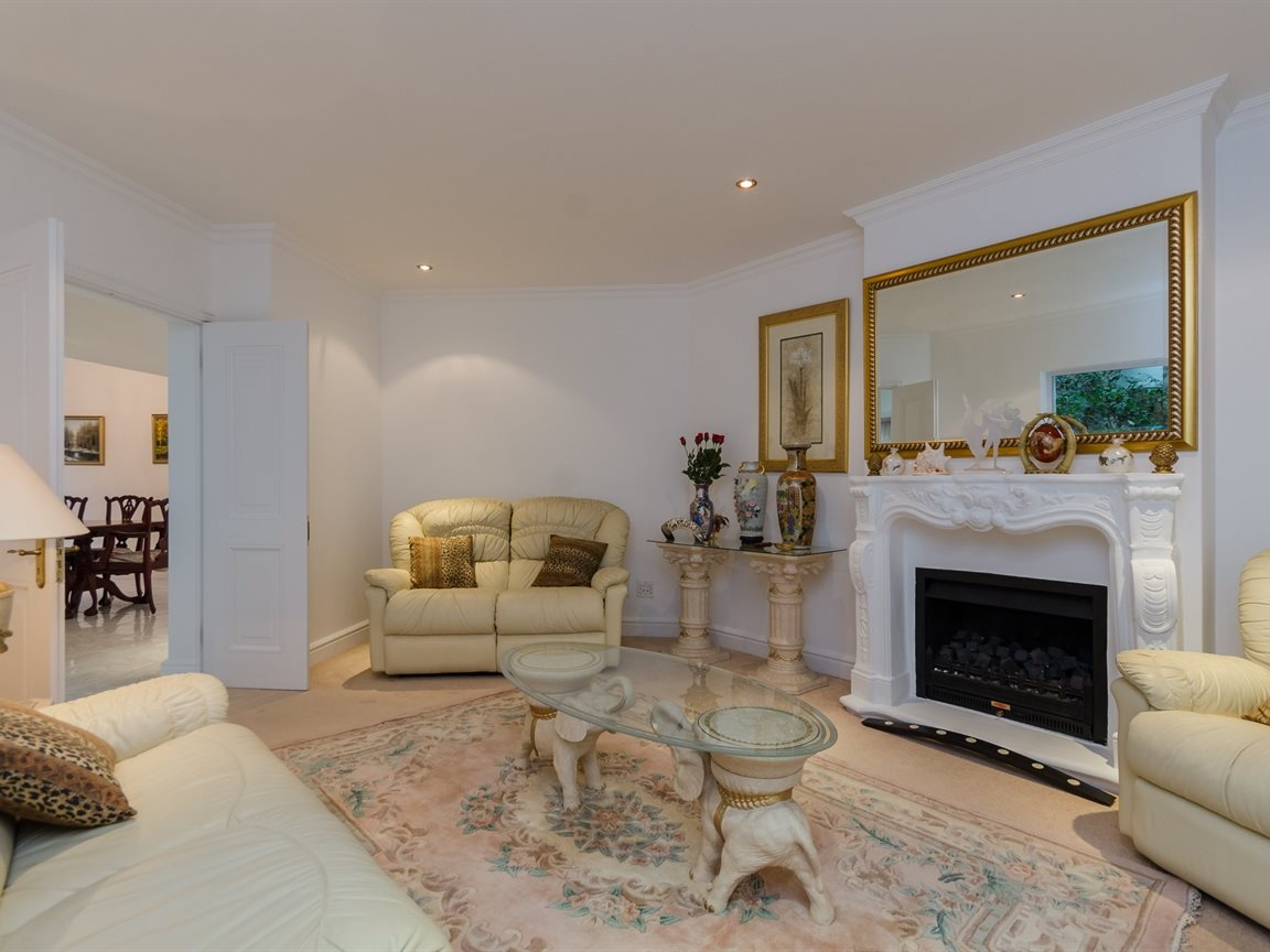 Bryanston property for sale. Ref No: 13418612. Picture no 9