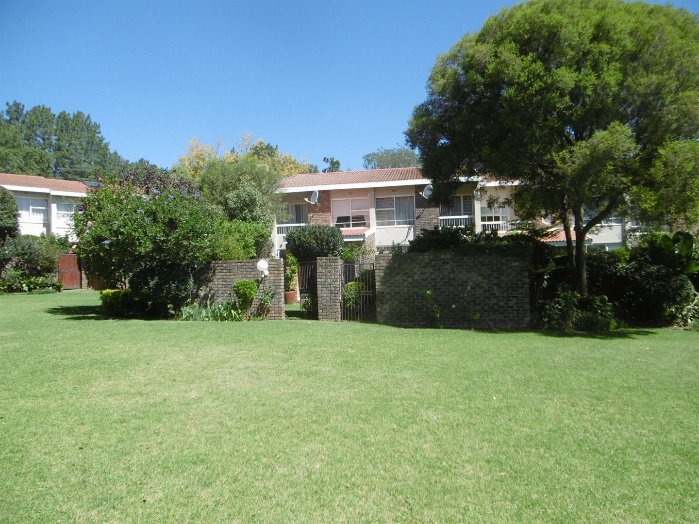 Bryanston property to rent. Ref No: 13526021. Picture no 15
