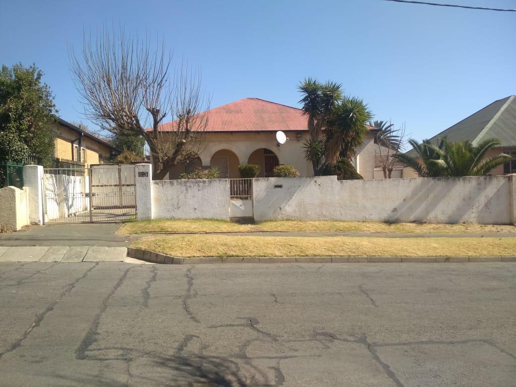 , House, 3 Bedrooms - ZAR 1,100,000