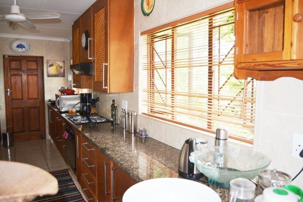 Margate property for sale. Ref No: 12779071. Picture no 7