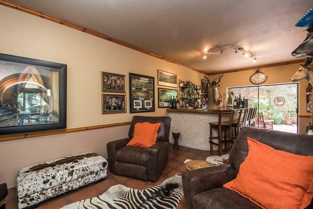 Glenvista property for sale. Ref No: 13529565. Picture no 6