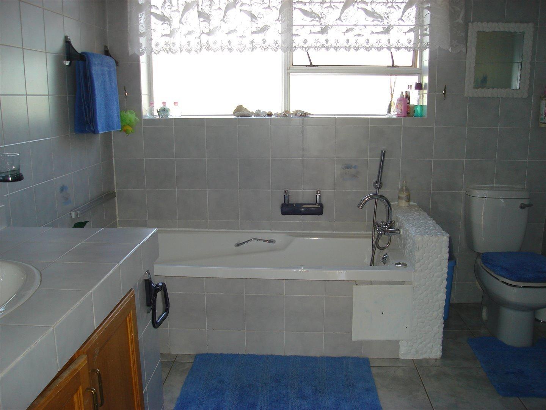 Eldoraigne property for sale. Ref No: 13494397. Picture no 32