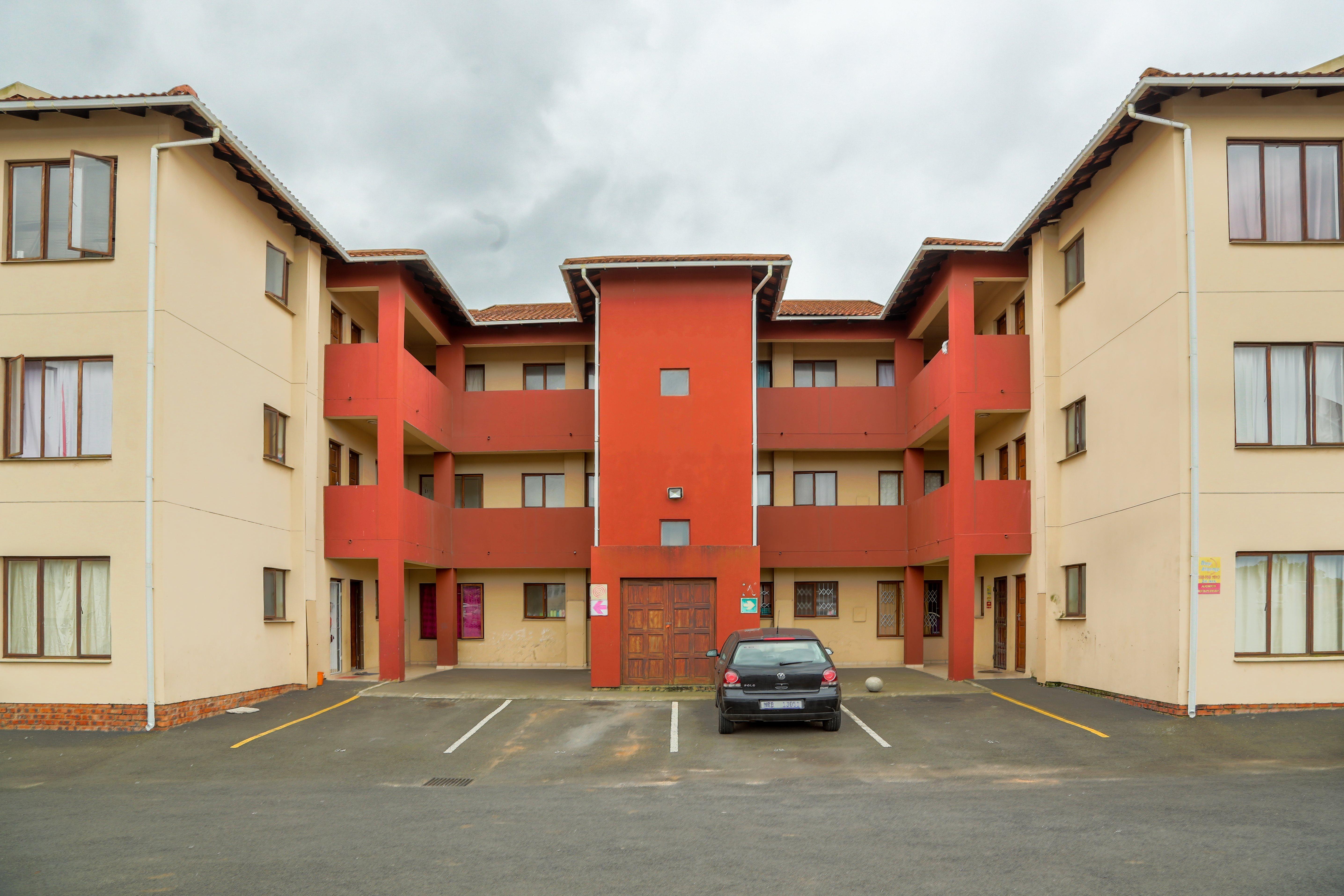 Brackenham property for sale. Ref No: 13528097. Picture no 3