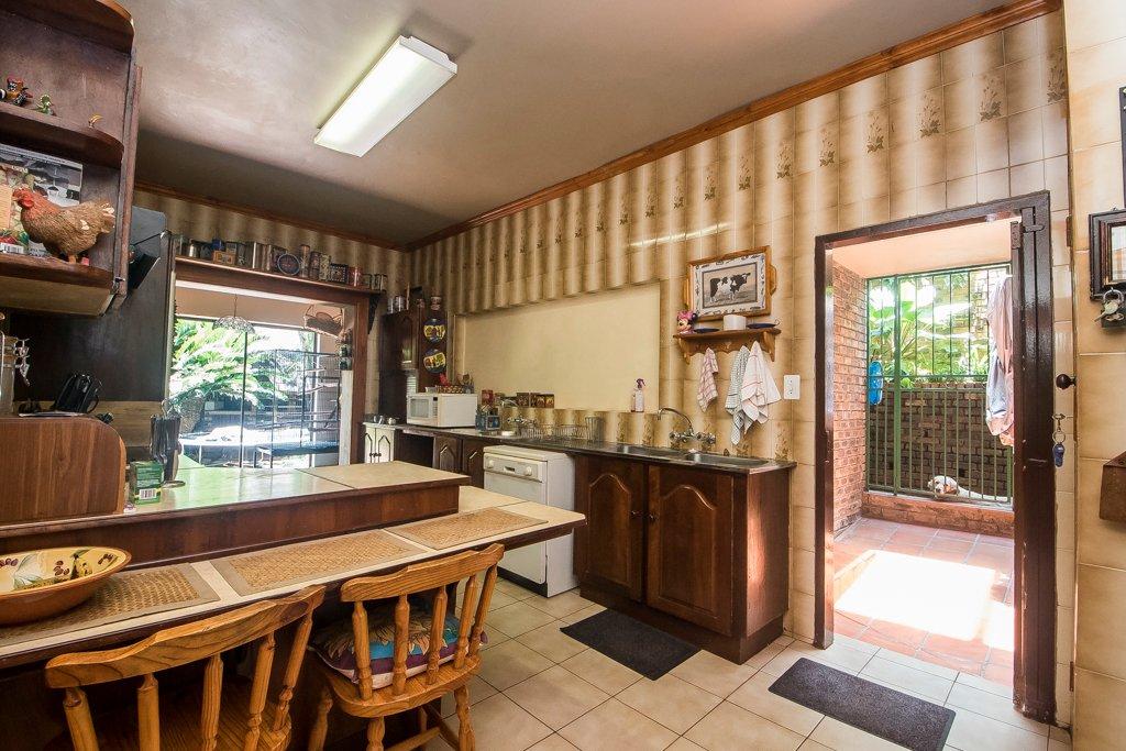 Glenvista property for sale. Ref No: 13529565. Picture no 14