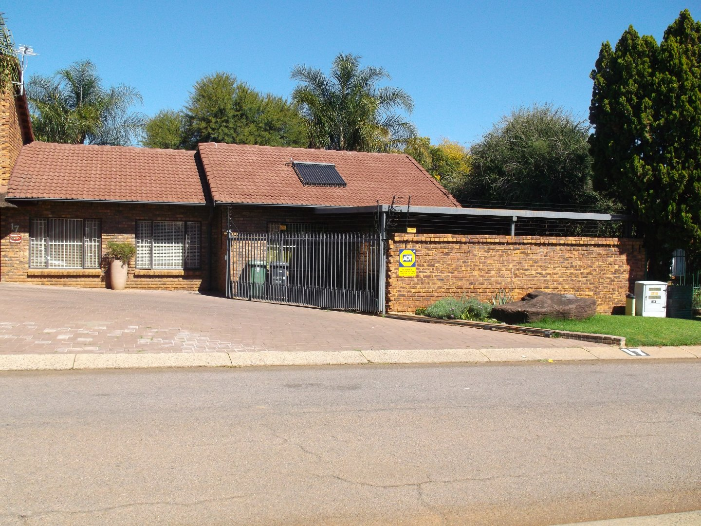 Property and Houses for sale in Rooihuiskraal North, House, 3 Bedrooms - ZAR 2,230,000