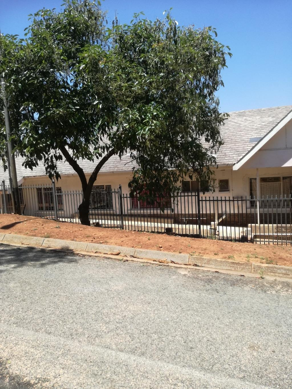 Property and Houses for sale in Mountain View, House, 9 Bedrooms - ZAR 1,620,000