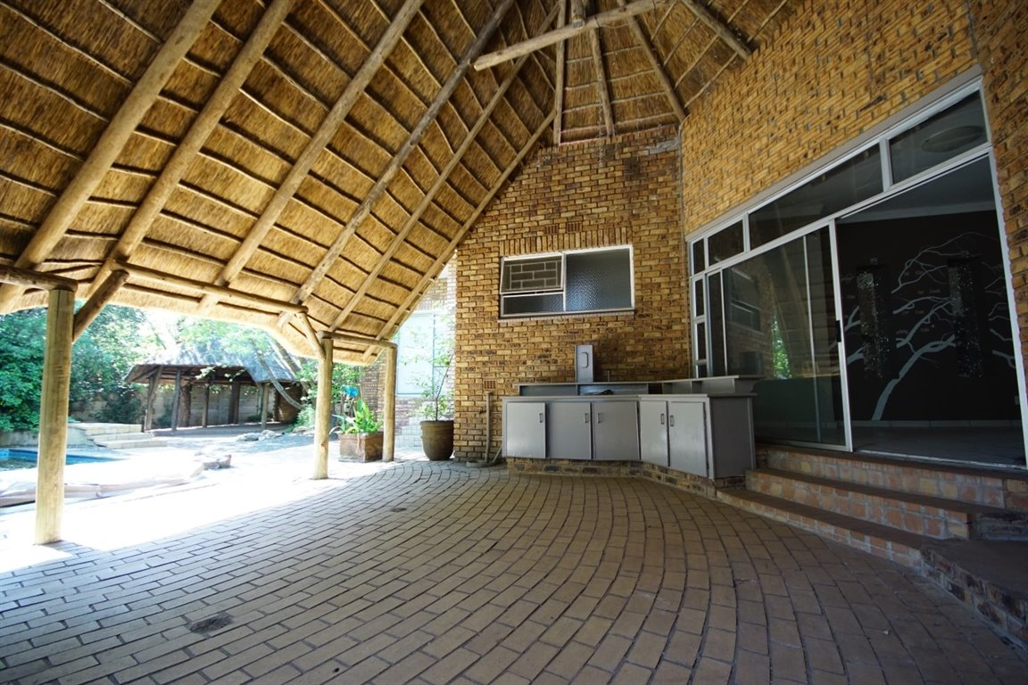Three Rivers East property for sale. Ref No: 12734571. Picture no 14
