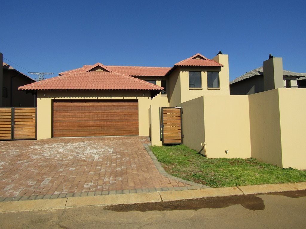 Property and Houses for sale in Wapadrand, House, 3 Bedrooms - ZAR 2,753,000