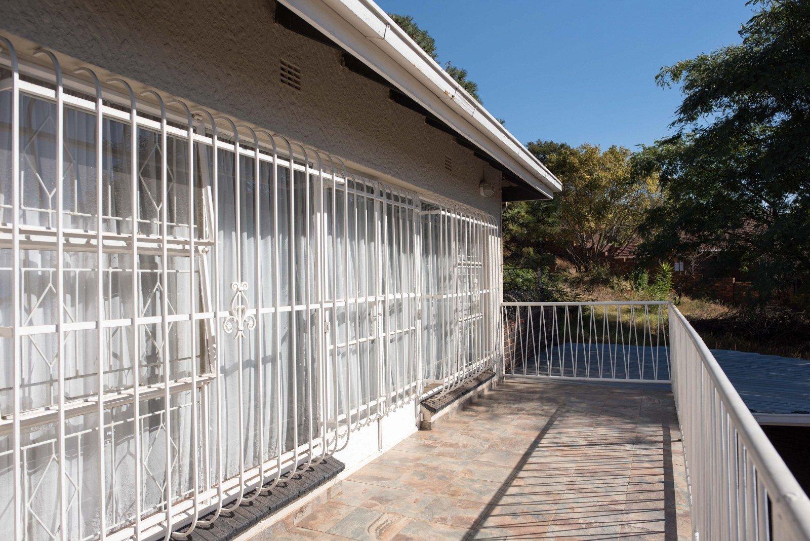 Kibler Park property for sale. Ref No: 13640953. Picture no 25