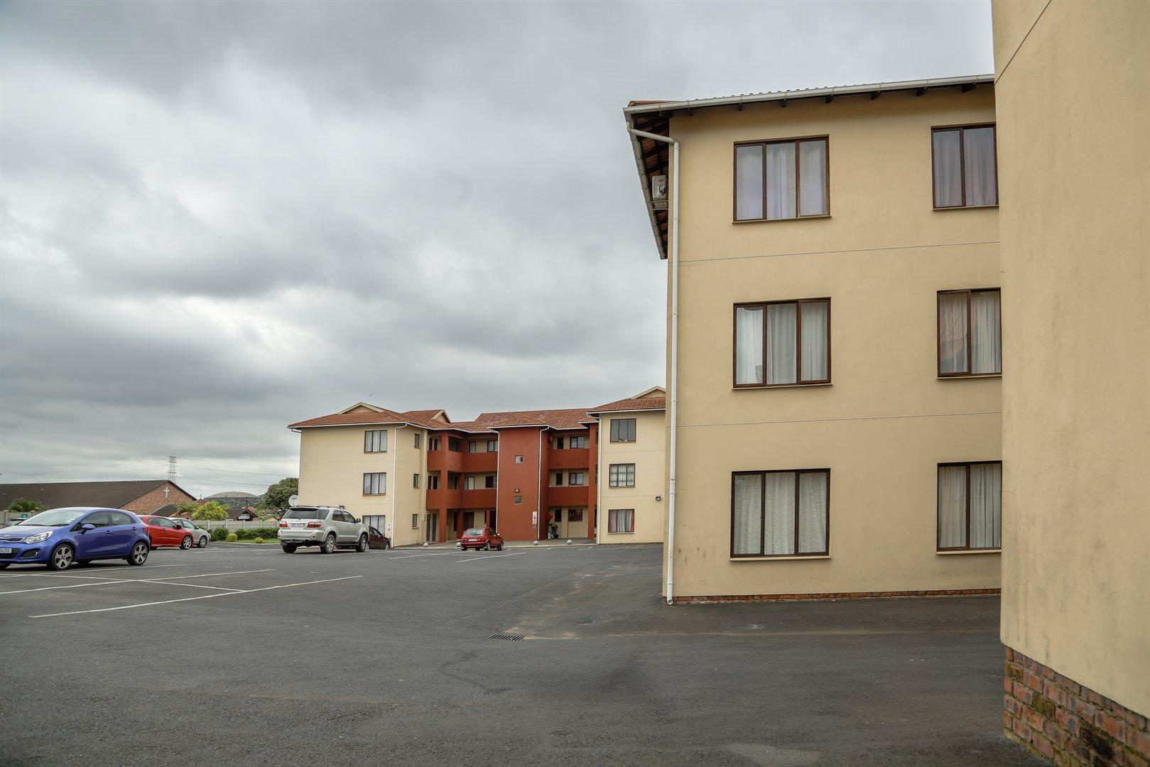Brackenham property for sale. Ref No: 13528097. Picture no 2