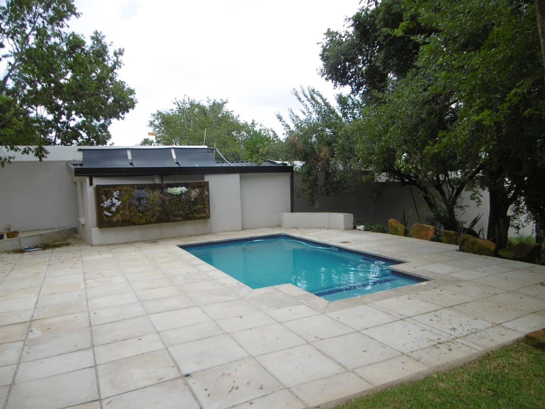 Bryanston property for sale. Ref No: 13443961. Picture no 18