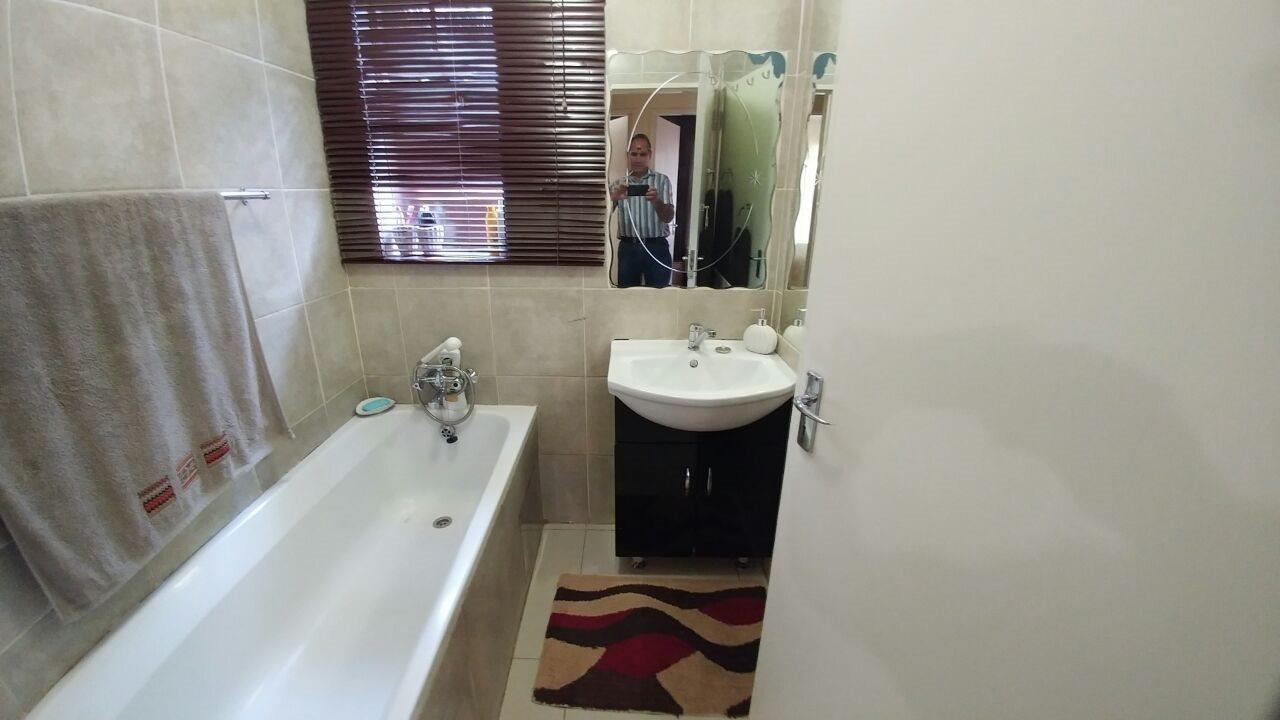 Rosslyn property for sale. Ref No: 13566713. Picture no 11