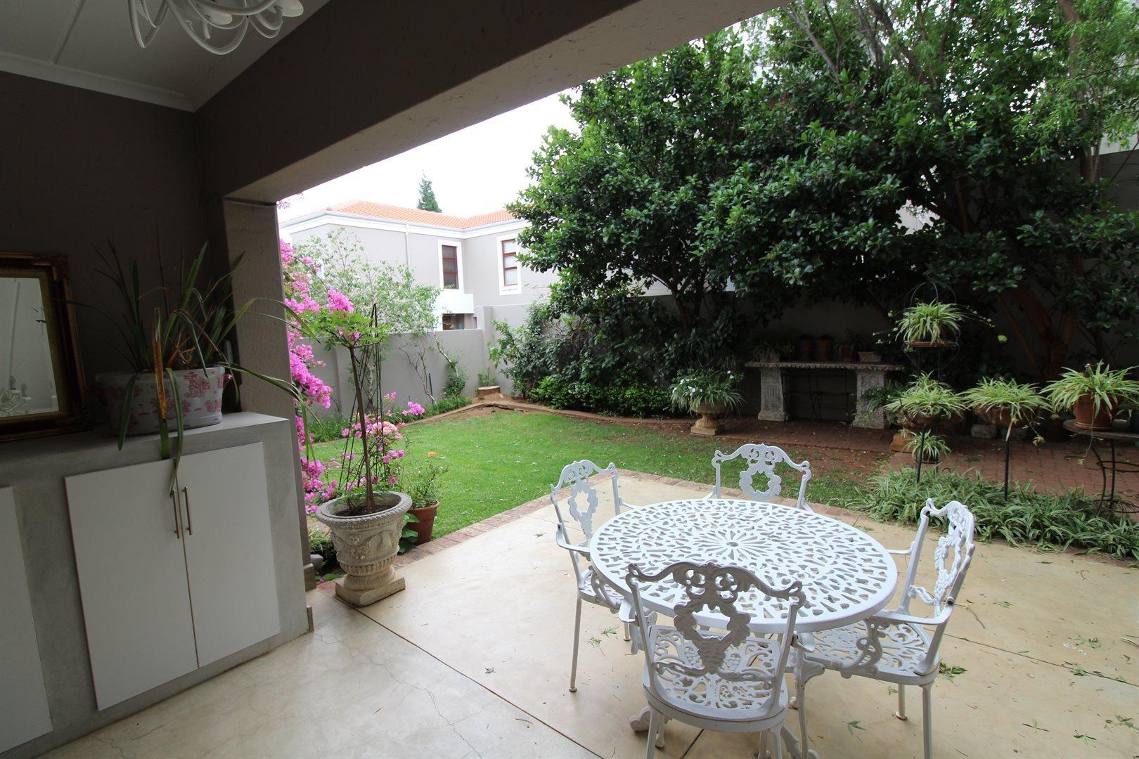 Bryanston property for sale. Ref No: 13551237. Picture no 34