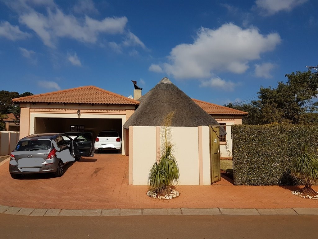 Property and Houses for sale in Heatherview, Townhouse, 2 Bedrooms - ZAR 947,000