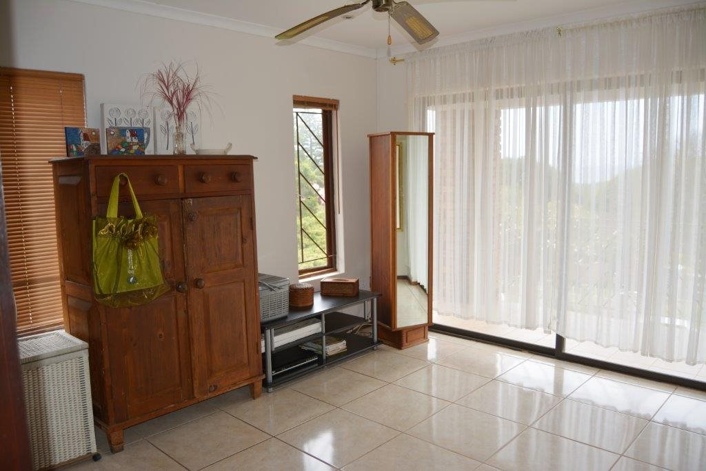 Margate property for sale. Ref No: 12779071. Picture no 18