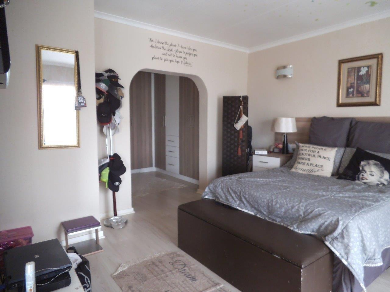 Glenvista property for sale. Ref No: 13624500. Picture no 31