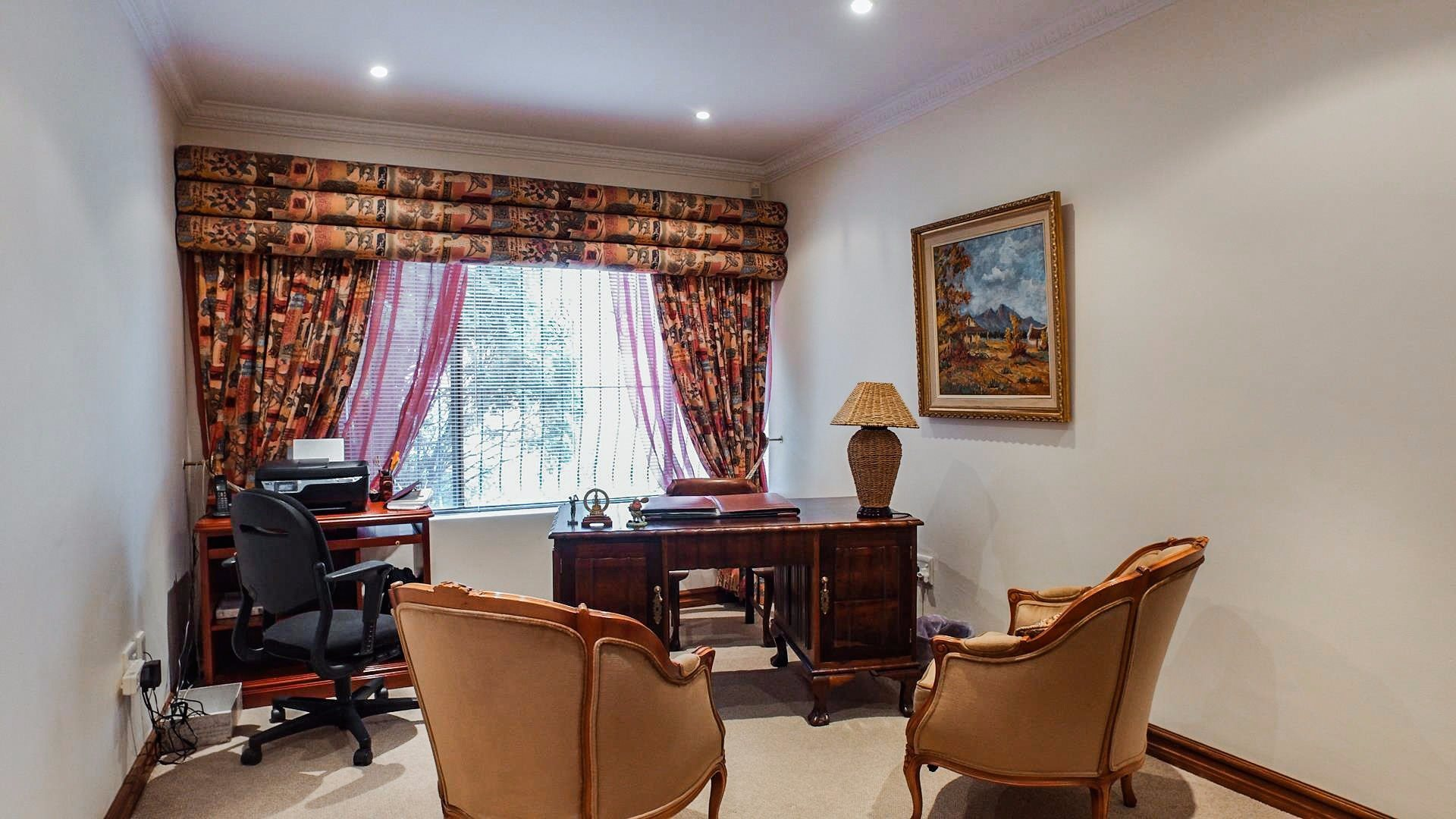Northcliff property for sale. Ref No: 13537074. Picture no 20
