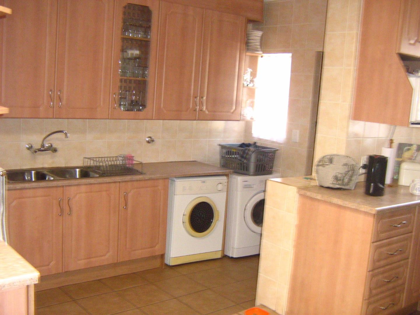 Suideroord property for sale. Ref No: 13525770. Picture no 5