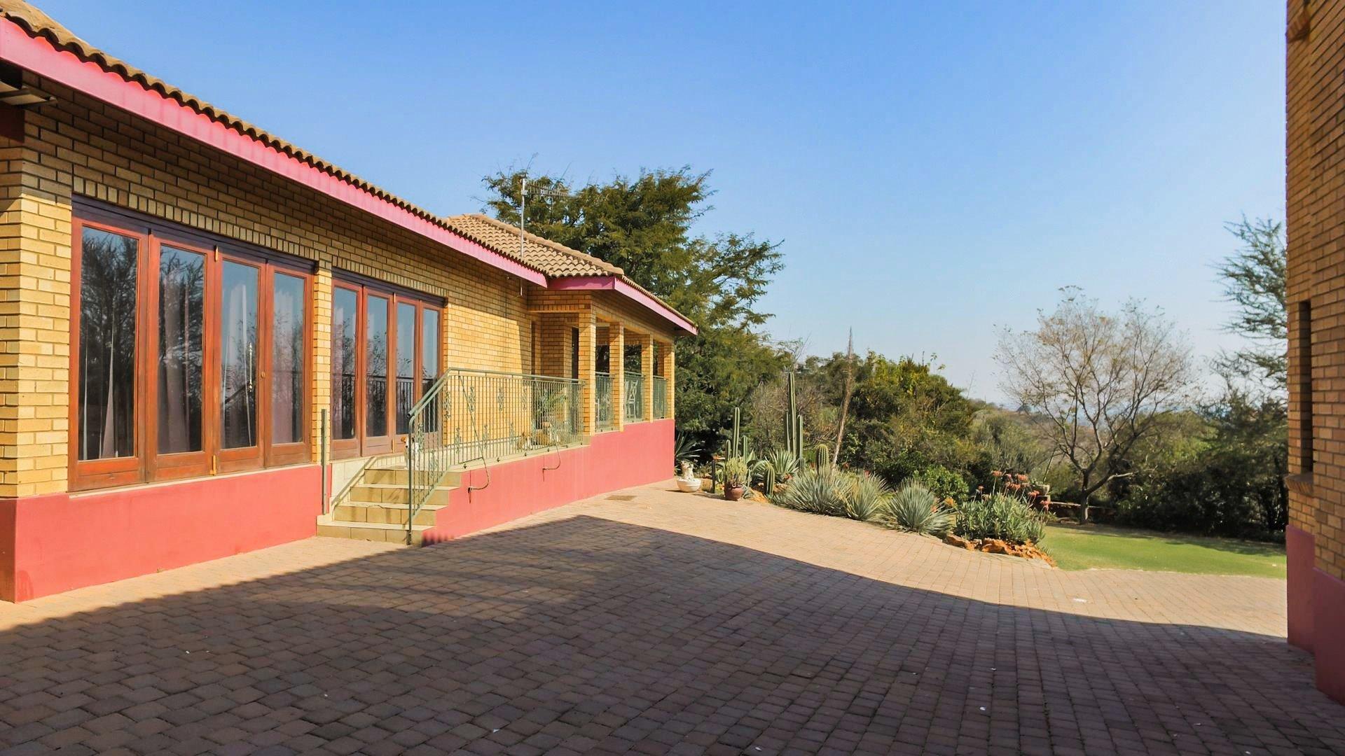 Irene Glen Estate property for sale. Ref No: 13471902. Picture no 23