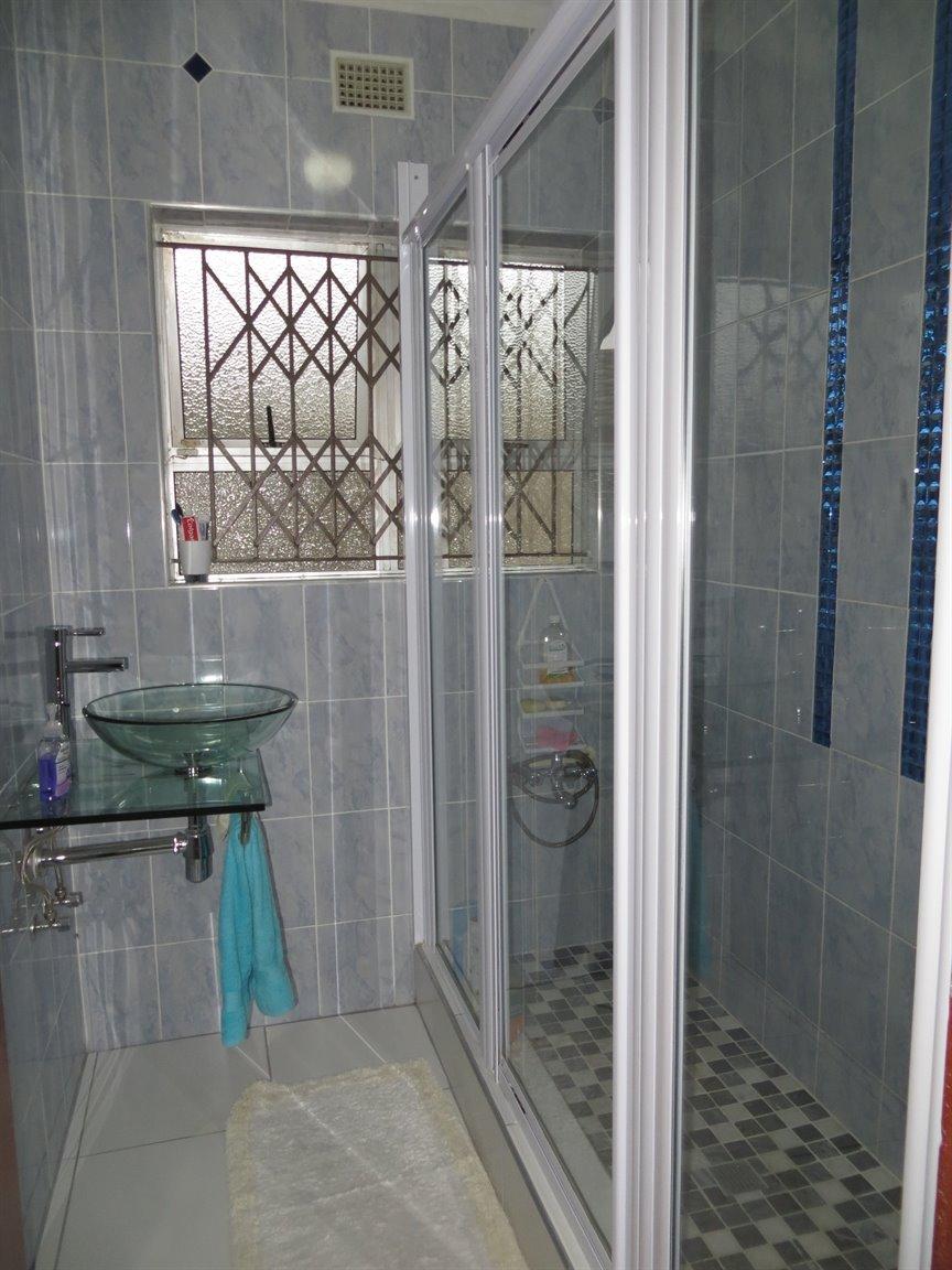 Brackenham property for sale. Ref No: 13256496. Picture no 11