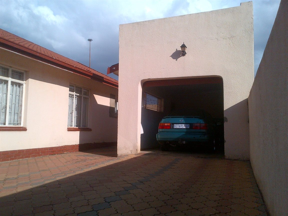 Sebokeng Zone 17 property for sale. Ref No: 12790084. Picture no 14