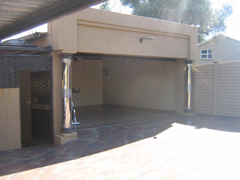 Mondeor property for sale. Ref No: 13525984. Picture no 15