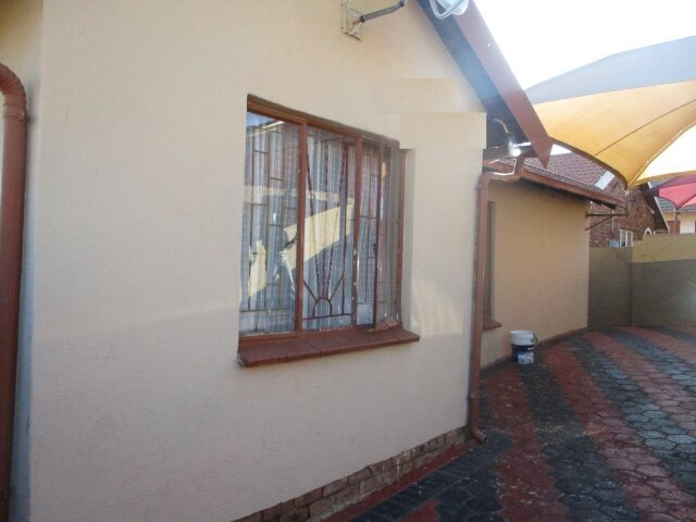 Property and Houses for sale in Soshanguve South, House, 3 Bedrooms - ZAR 560,000