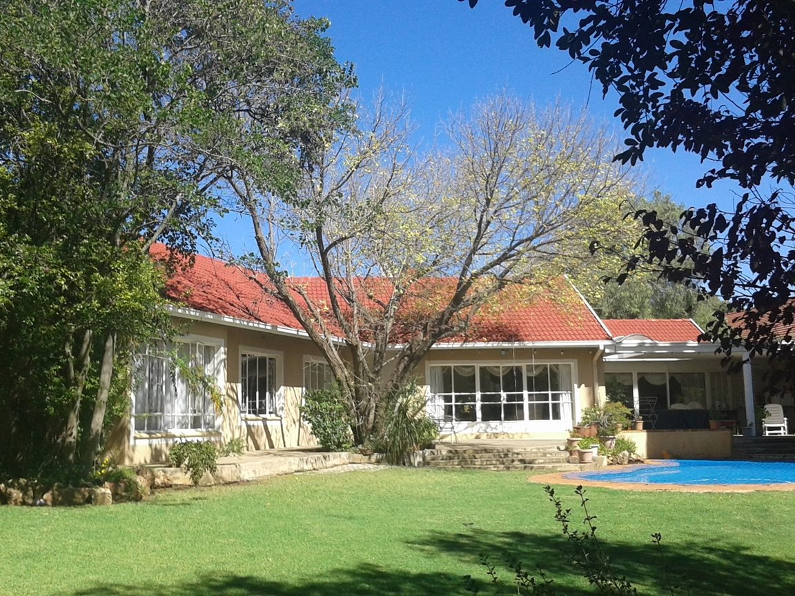 Northcliff property for sale. Ref No: 13327608. Picture no 17