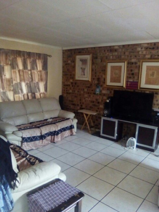 Kookrus property for sale. Ref No: 13392038. Picture no 1