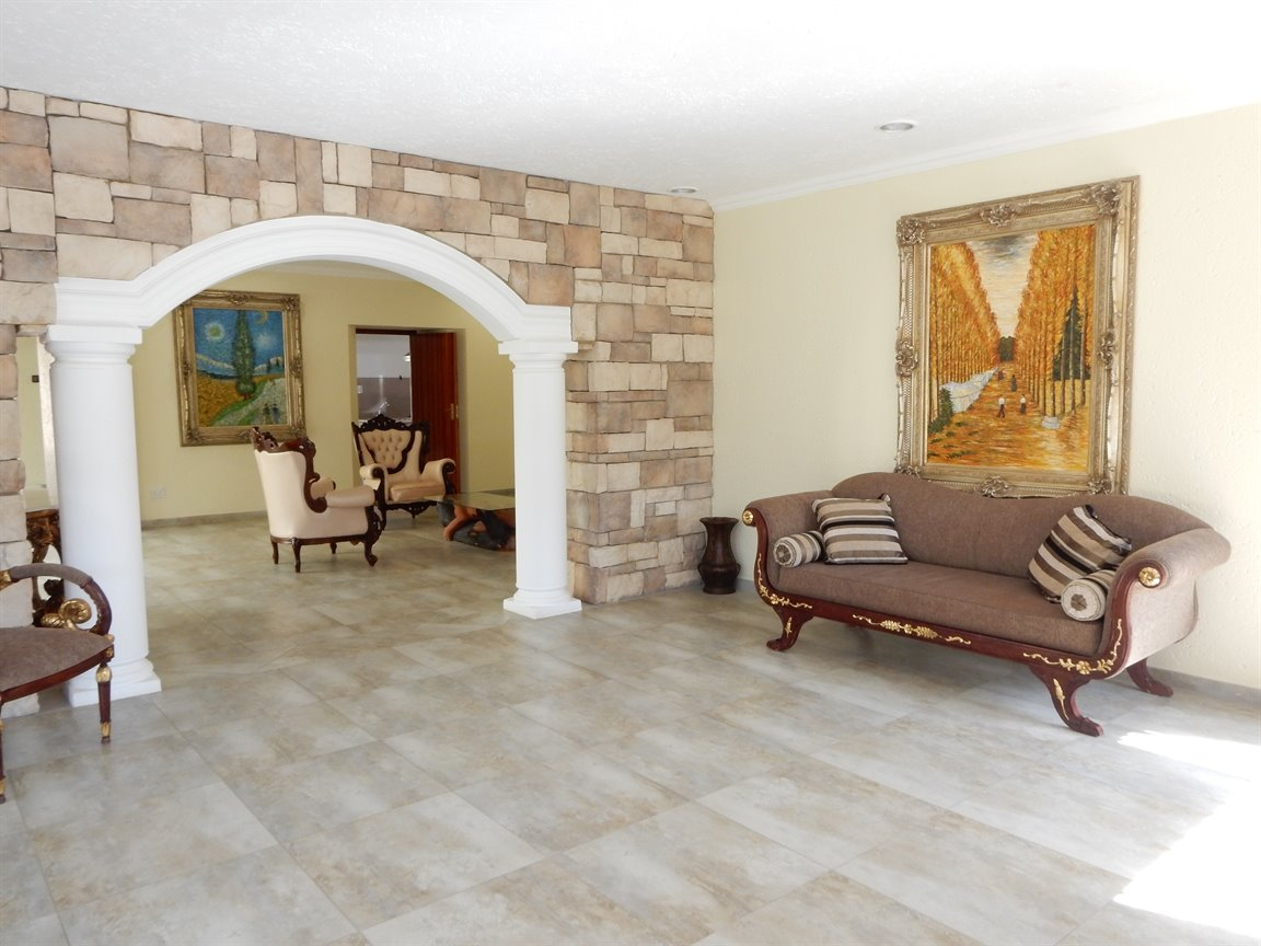 Bryanston property for sale. Ref No: 13346431. Picture no 11
