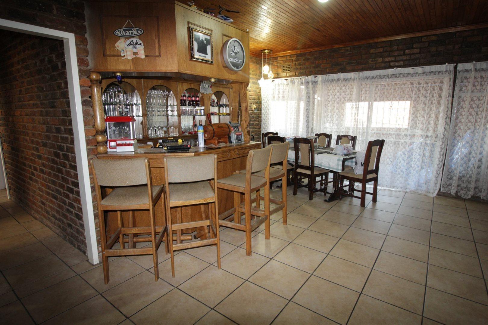 Falcon Ridge property for sale. Ref No: 13528108. Picture no 5