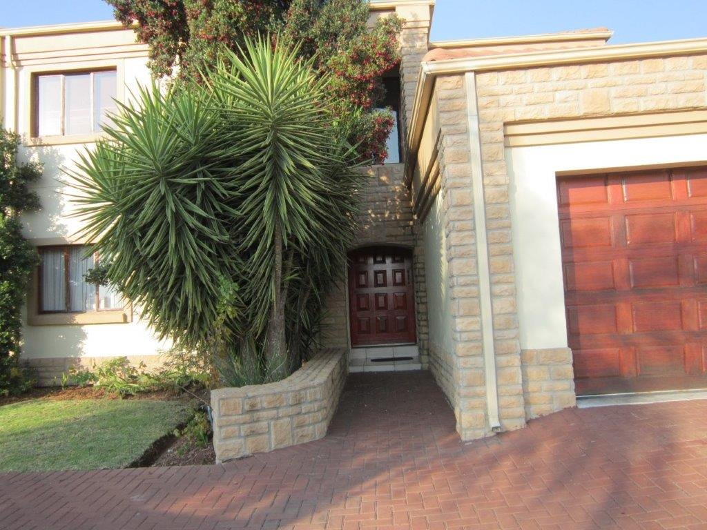 Blue Valley Golf Estate property for sale. Ref No: 13345353. Picture no 19