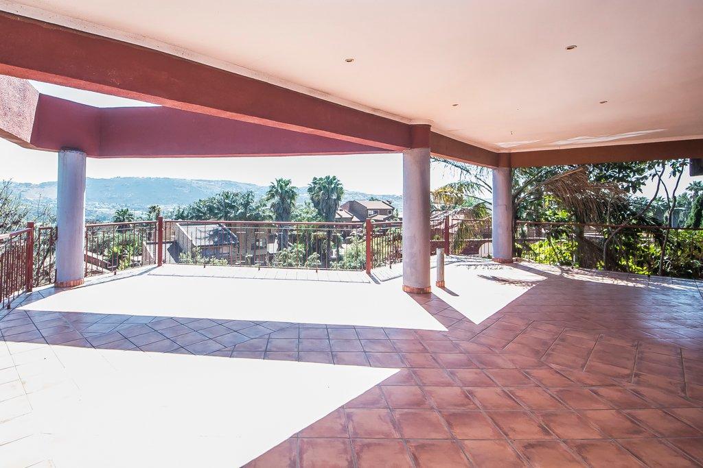 Glenvista property for sale. Ref No: 13500218. Picture no 14