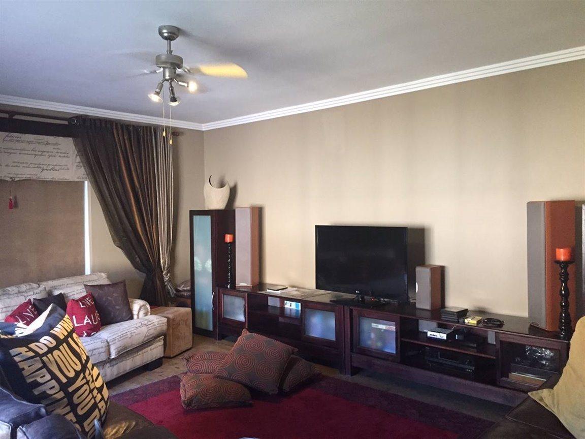 Midfield Estate property for sale. Ref No: 13288494. Picture no 7