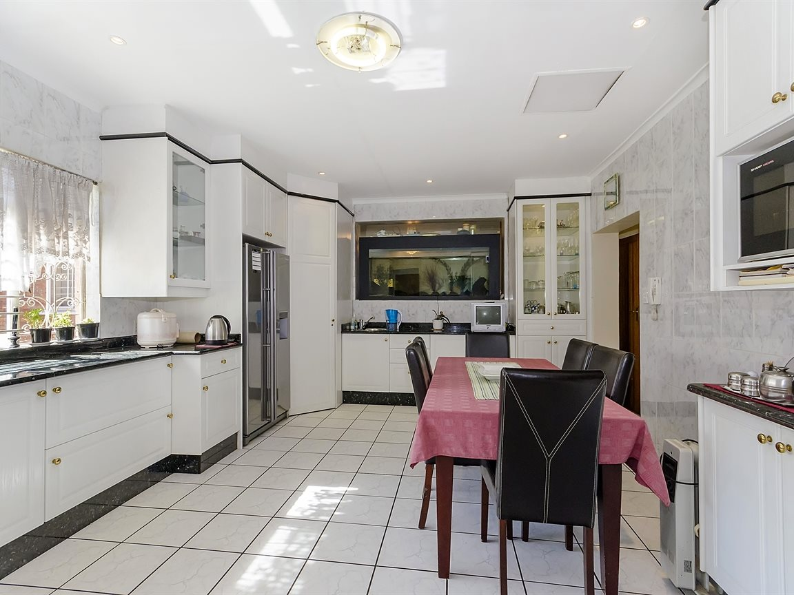 Houghton Estate property for sale. Ref No: 13433134. Picture no 4