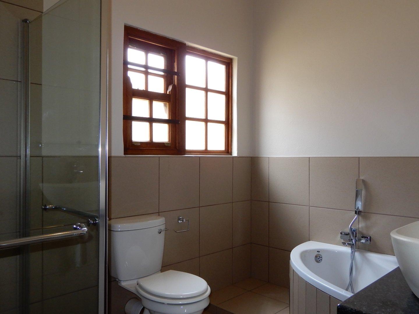 Eldo View property for sale. Ref No: 13571784. Picture no 9