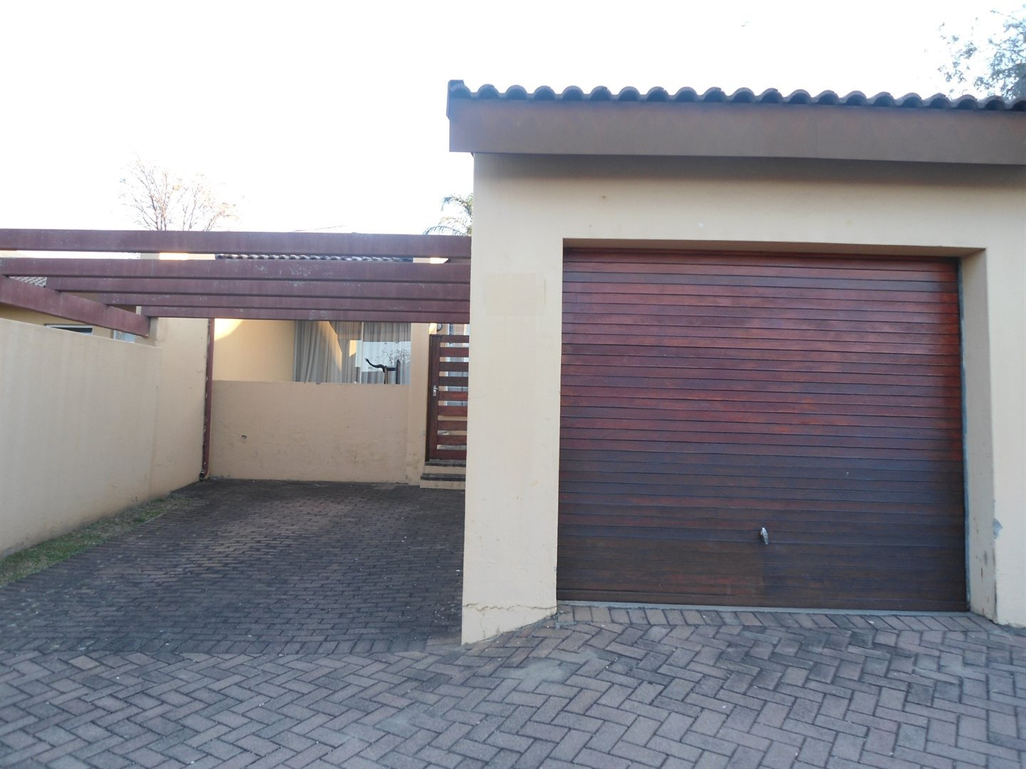 Property and Houses to rent in Buccleuch, Townhouse, 2 Bedrooms - ZAR ,  8,00*,M