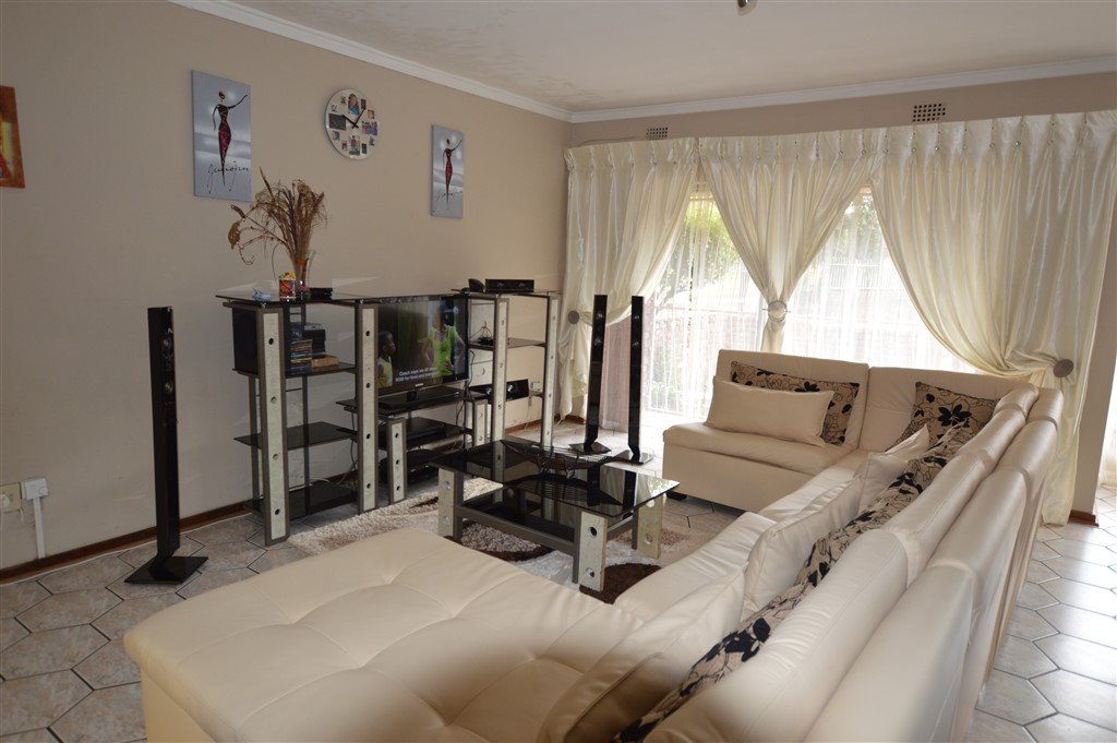 Vanderbijlpark, Flora Gardens Property  | Houses For Sale Flora Gardens, Flora Gardens, Apartment 3 bedrooms property for sale Price:920,000