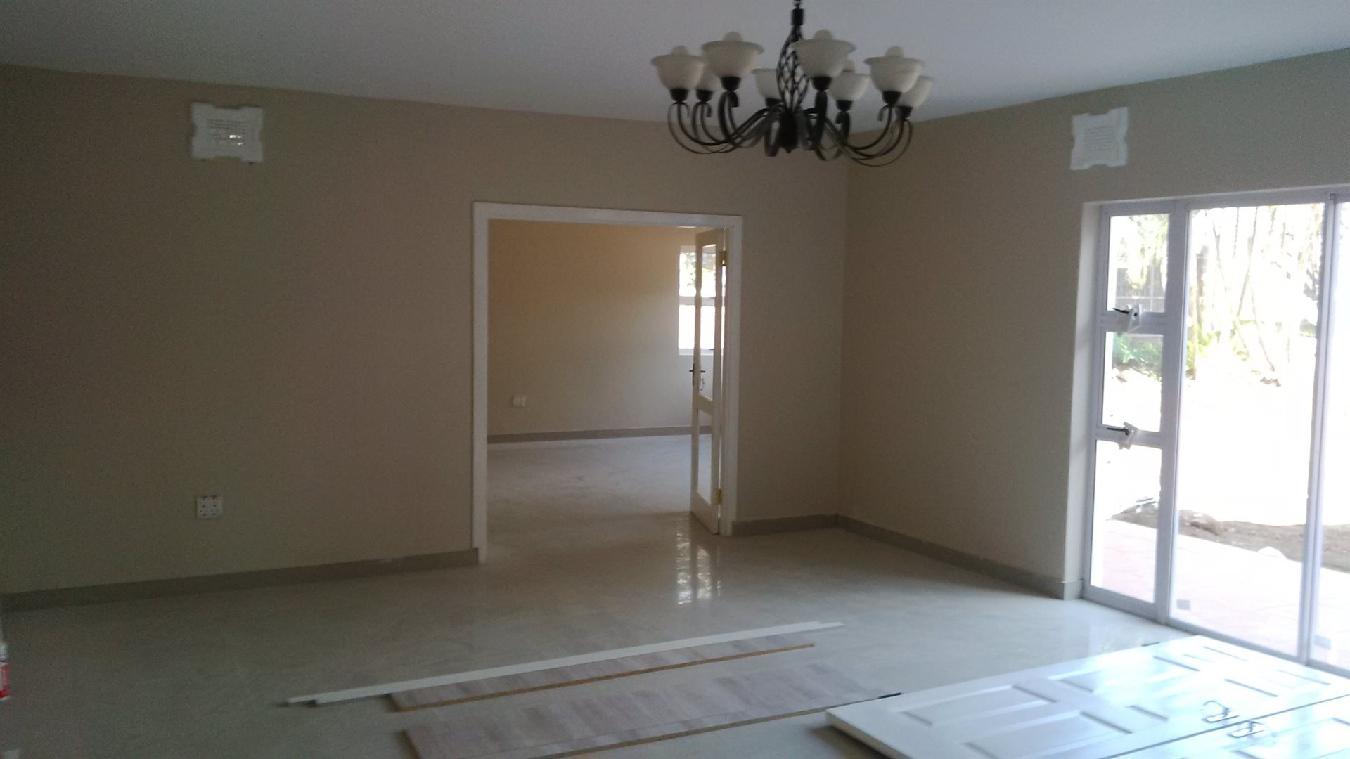 Doonside property for sale. Ref No: 13522465. Picture no 12