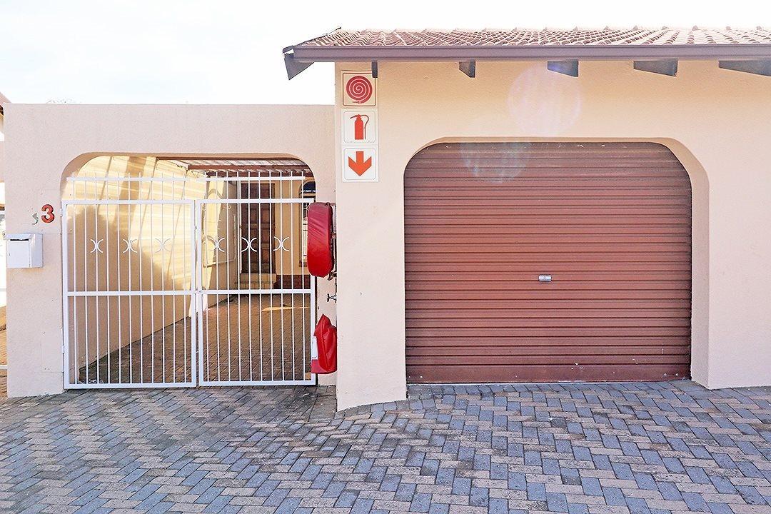 Krugersdorp, Rant En Dal Property  | Houses For Sale Rant En Dal, Rant En Dal, Townhouse 2 bedrooms property for sale Price:650,000