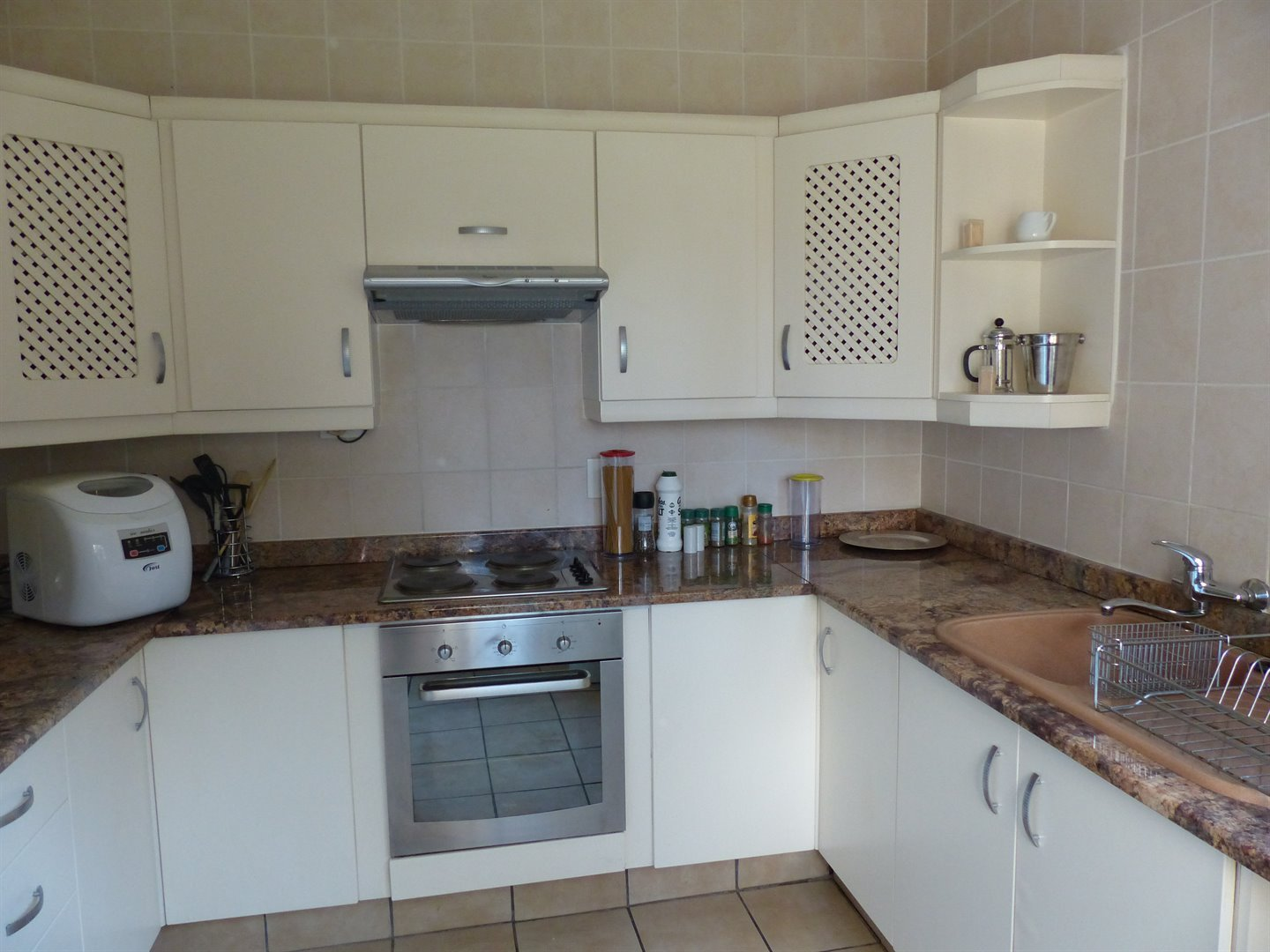 Lonehill property for sale. Ref No: 13510828. Picture no 9