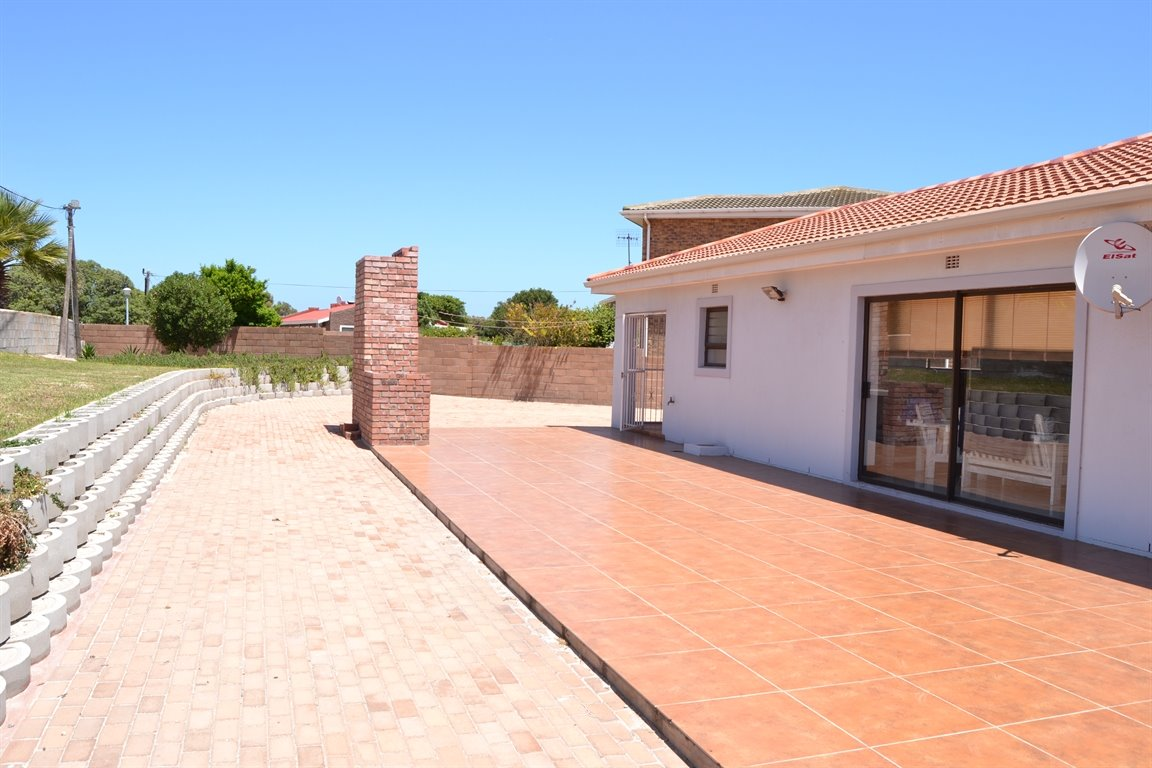 Middedorp property for sale. Ref No: 13300700. Picture no 31