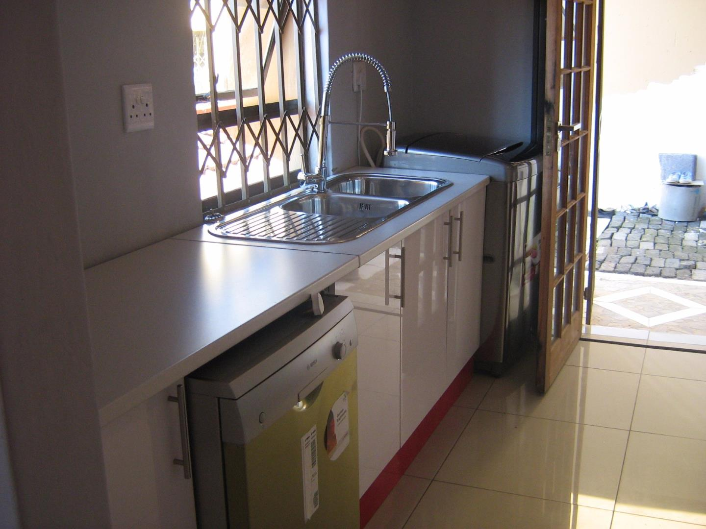 Mondeor property for sale. Ref No: 13525983. Picture no 8